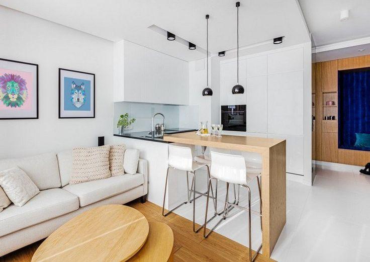 aménagement salon salle à manger - bar petit déjeuner en bois clair, cuisine blanche, canapé droit blanc