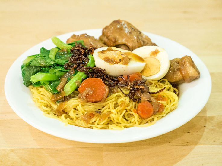 Purple bowl: Braised chicken with egg noodles/wan tan noodles r...