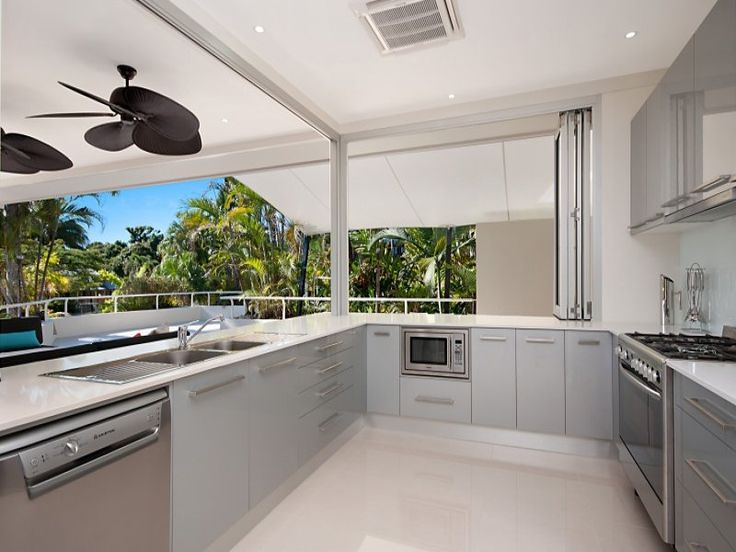 Modern kitchen-dining kitchen design using stainless steel