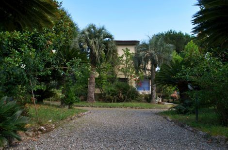 Villa Liberty and rationalist coast Versilia , Tuscany | An art nouveau villa  with rationalist architectural modifications , built in 1930 , with large sizes and three levels, situated  in Fossola, a strategic position just few  steps from the sea and Marina di Carrara