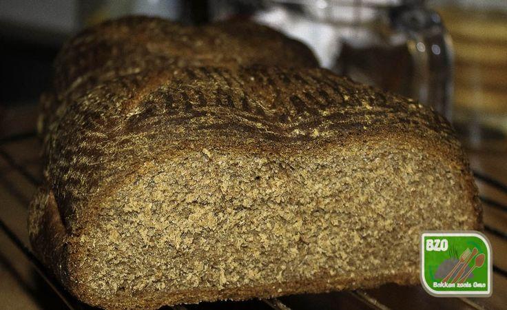 Bruin brood met ovomaltine gebakken en aangesneden