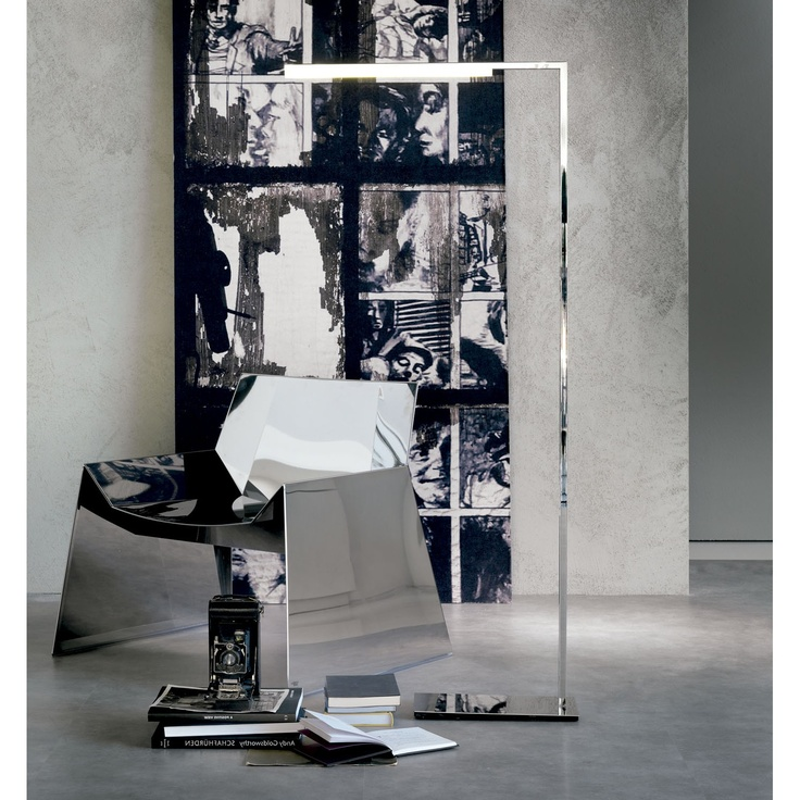 Cattelan Italia Lámpara de diseño Seven Diseño Piero de Longhi. Lámpara de pie y de mesa Seven en acero cromado y con iluminación de Led.