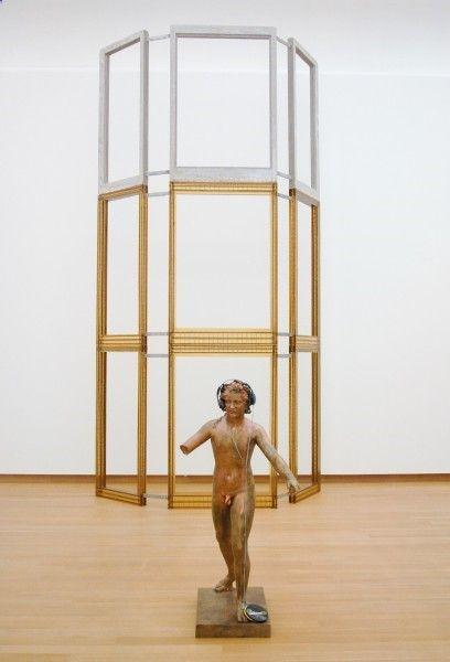 Isa Genzken - Untitled - Bronzen sculptuur, hoofdtelefoon en CD-speler  Fassade I-IV - Mixed Mediahttp://www.lost-painters.nl/stedelijk-museum-isa-genzken-mach-dich-hubsch%E2%80%8E/