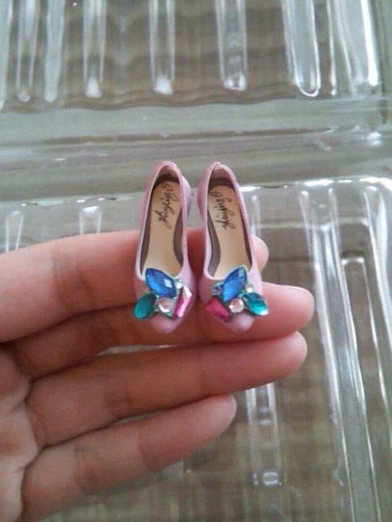 handmade collectable miniature shoes por YinyingO en Etsy, $38.00
