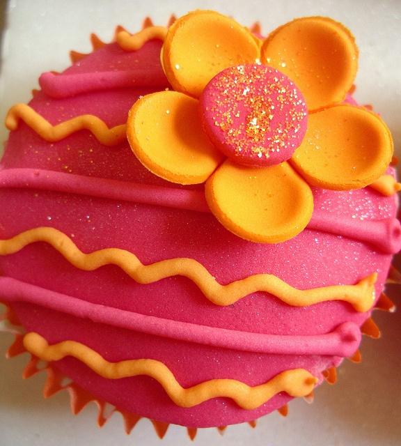 Fiesta cupcakesSummer Cupcakes, Spring Cupcakes, Pretty Cupcakes, Fiestas Cupcakes, Tropical Cupcakes, Cupcakes Fiestas, Orange Flowers, Bread Puddings, Creative Cupcakes