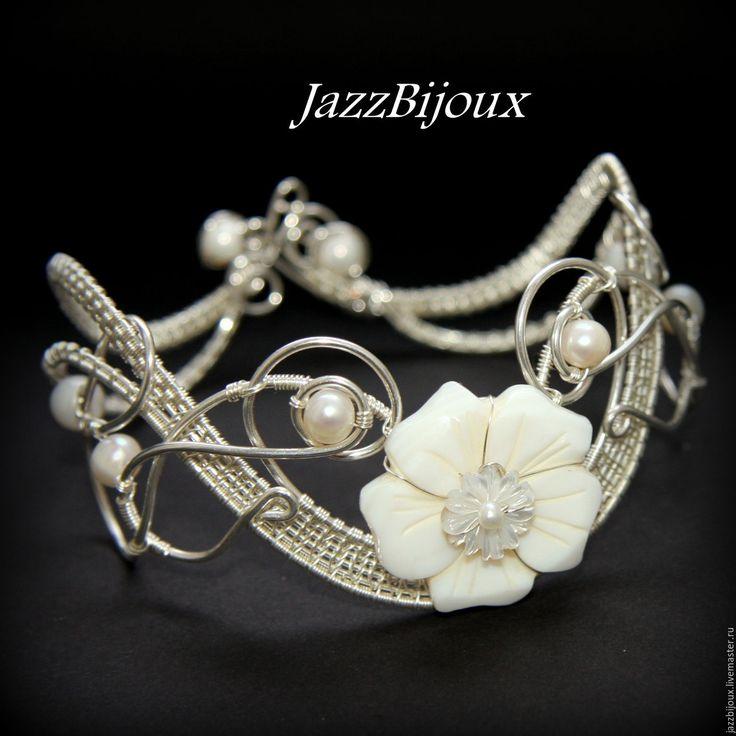 Silver wire wrapped bracelet | Купить Браслет с резным перламутром и белым жемчугом - браслет, плетеный браслет, подарок девушке
