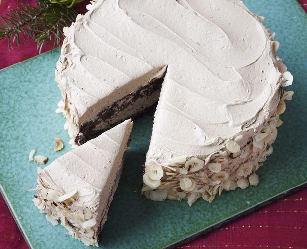 Opskrift på lækker nougatlagkage med hasselnøddekerner