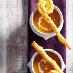 Leuk voor pakjesavond: wortelsoep met stafjes.