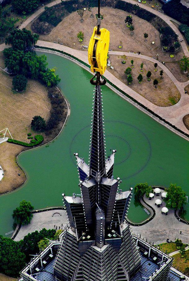 Stunning-Photographs-Of-Shanghai-Tower-By-Wei-Gensheng-3