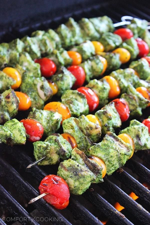 Grilled Pesto Chicken and Tomato Skewers http://www.thecomfortofcooking.com/2014/09/grilled-pesto-chicken-and-tomato-skewers.html