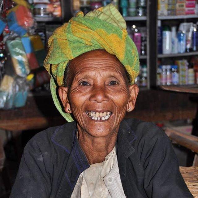 Happy portrait from the market in Nyaung Shwe, Myanmar 2011#happy #travelportrait #happyface #nyaungshwe #Myanmar #burma #topåtur #twodanesontour #turengårtil #danskerejseblogs #rejseblog #lonelyplanet #lonelyplanettraveller #bbctravel #travelawesome #travelphoto #travelphotography