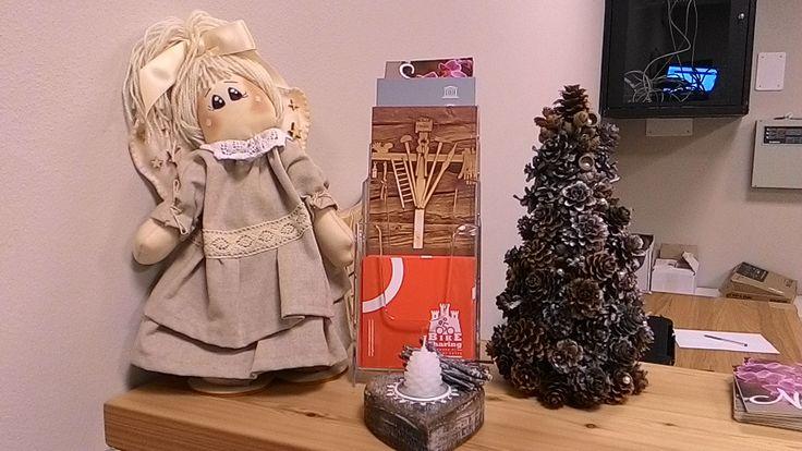 Particolari delle decorazioni natalizie in reception