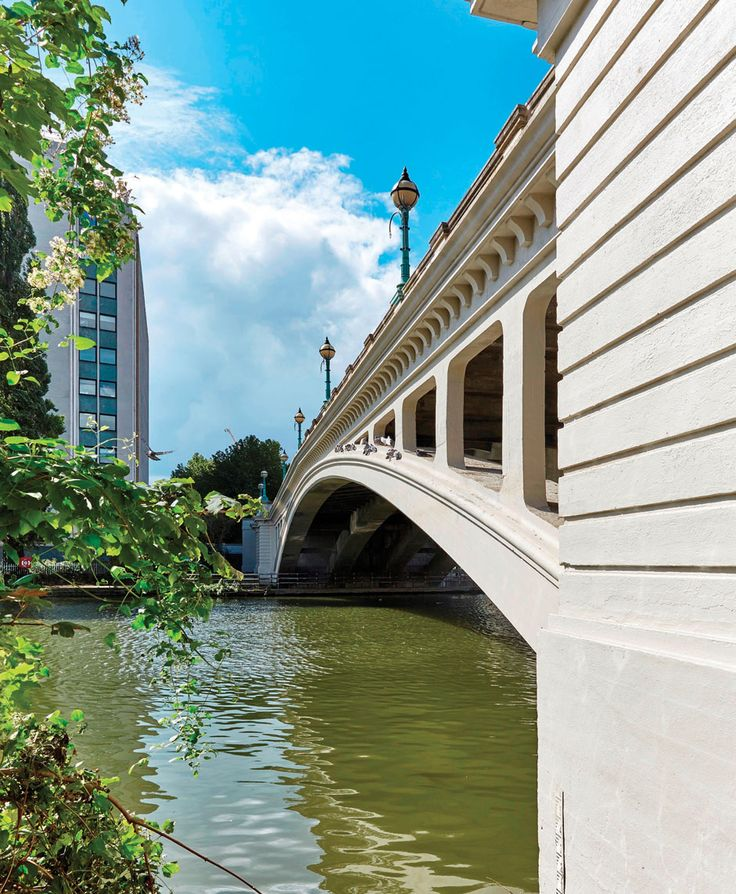 Mapei products have been extensively utilised in the strengthening and refurbishment of Reading Bridge. The open spandrel arch structure which supports a three lane highway and two footways over the River Thames in Reading has served the town for more than 90 years. https://issuu.com/link2media/docs/atb_june_16_iss2_-_issuu/54 www.mapei.co.uk