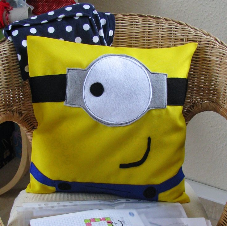 ein Minion-Kissen. Minion PillowSimple Sewing ProjectsSewing ... & Best 25+ Minion pillow ideas on Pinterest | Minions funny ... pillowsntoast.com