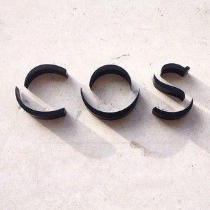 C O S [ Català] Sign: Agregat de totes les parts materials que componen l'organisme de l'home o d'un animal.