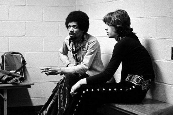 el grandísimo Jimi Hendrix al lado del asombroso Mick Jagger, ambos en Nueva York en 1969
