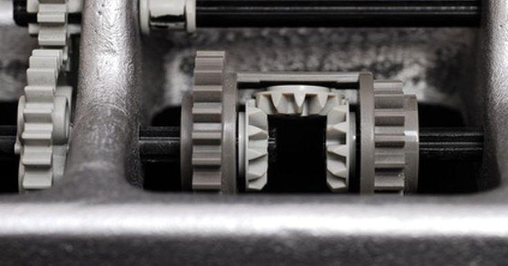 Diferenças entre o deslizamento limitado e o diferencial aberto padrão. Já se perguntou o porquê de alguns veículos terem mais aderência à pista durante as curvas? Embora os pneus influenciem, o diferencial é a peça principal. O diferencial possui a vantagem de possuir uma aderência maior, aumentando a tração e a aceleração, quando comparado com o diferencial padrão.
