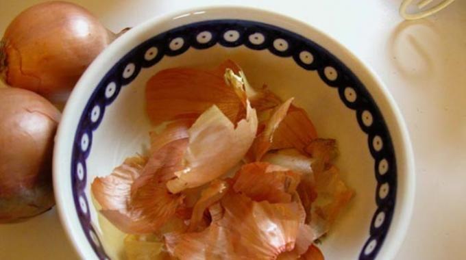 Saviez-vous qu'il est possible d'utiliser la peau des oignons, au lieu de la jeter ?
