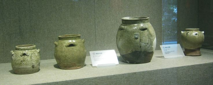 Guangdong Tang celadon jars exhibited in the Guangdong Nanyue Palace Museum