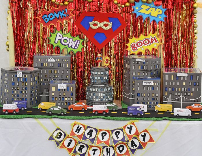 Superhero_dessert_Table_for_Girls