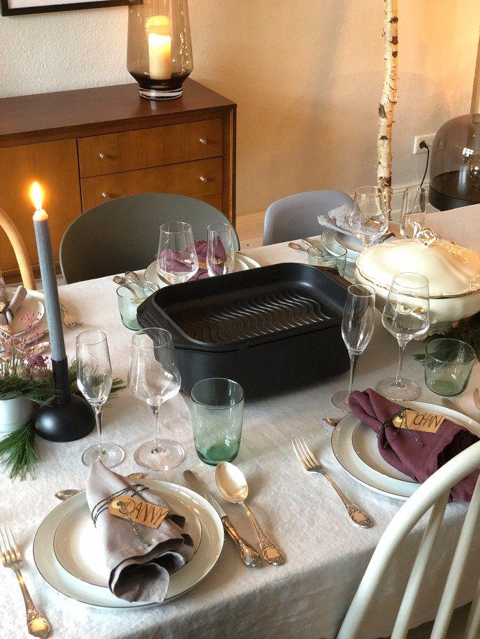 Weihnachtsessen Mit Freunden Festlich Gedeckter Tisch Im Esszimmer