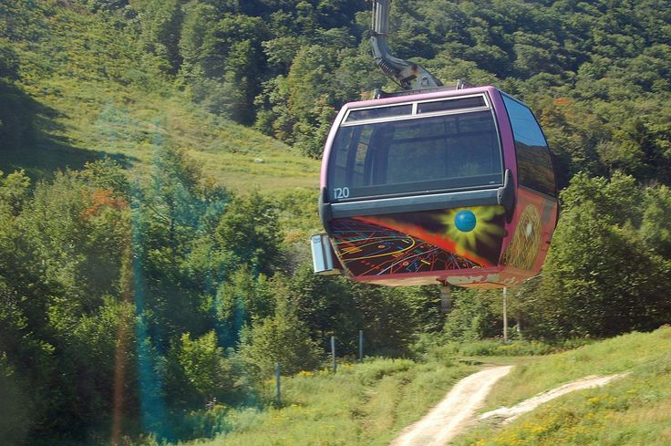 Chairlift or gondola sky rides are a cool way to see New England fall foliage. Catch leaf lifts at ski areas in Vermont, Massachusetts, New Hampshire.