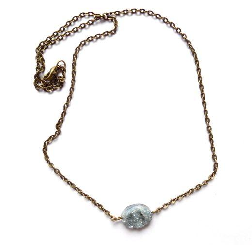 Halsband med blå druzy agat