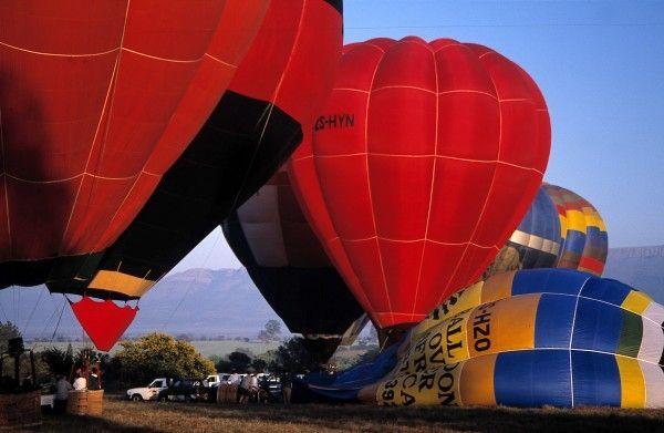 cool Hot Air Balloon Rides Magaliesburg Ons avontuur het die Vrydagmiddag begin toe ons Magaliesburg toe gery het na die Valley Lodge wat so 45km noord van Johannesburg en dieselfde distansie wes van Pretoria is.  https://www.sapromo.com/hot-air-balloon-rides-magaliesburg/343