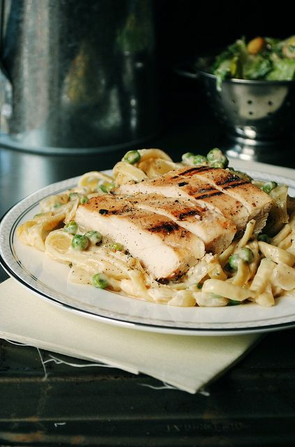 grilled chicken alfredo: Dinner, Recipe, Fettucini Alfredo, Food Idea, Grilled Chicken, Pea Fettucini, Chicken Alfredo