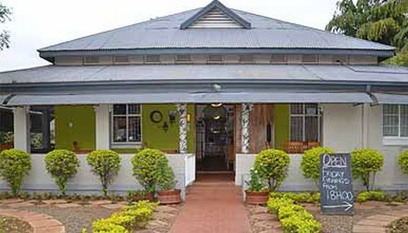 Stoep Cafe  Bed & Breakfast/ Guest House/ Guest Lodge in Komatipoort, Kruger Park Area, Mpumalanga http://www.wheretostay.co.za/stoepcafe/  Our guesthouse is very easy to find and central in town,50mtrs from the school,10 km from Kruger National Park,60km from Swaziland and 10km from Mozambique. We have lots of SAFE parking with guard and security fence.