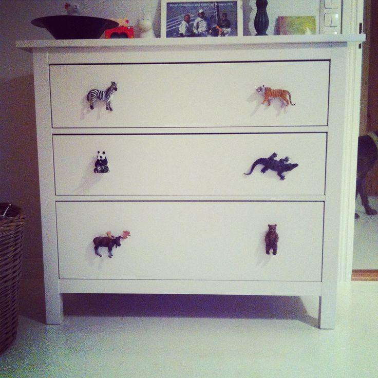 #DIY   :) plastic animals as knobs! #senkki #kaappi #barnrum #lastenhuone #kidsroom #toddler #toddlerroom #interior #knobs #fun #tiger #zebra #animals #crafty #nifty #home #design #nursery #drawer #ideasforhome