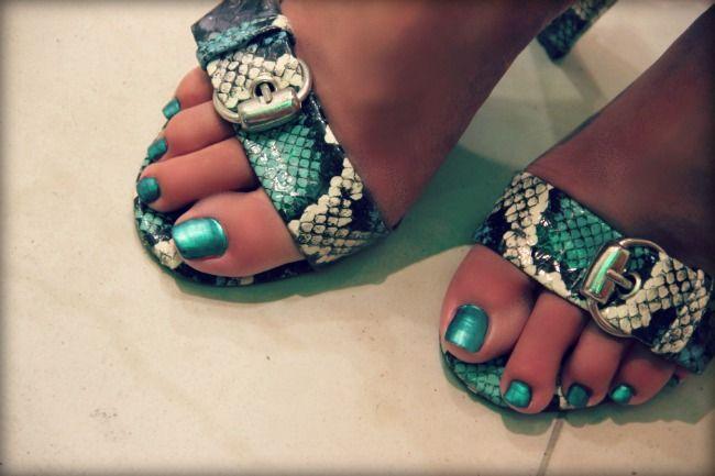 outfit: Green Snakeskin Print | metallic green blue nails