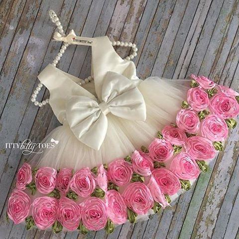 """Inspiração de vestido para usar na festa de tema Jardim! By @ittybittytoes #festajardim #festademenina #vestido #vestidodefesta #girl…"""
