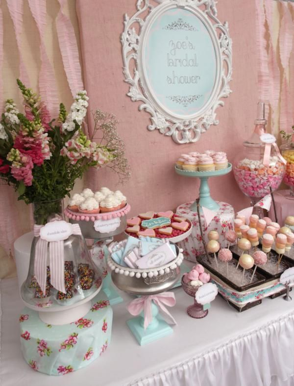 Mint and blush tones blend together in a floral pattern create a vintage feel at a dessert table.