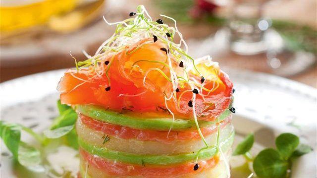 Timbal de salmón ahumado con aguacate y queso ¡Ligero y divino!   #Salmón #RecetasConSalmón #SalmónAhumado #CocinarSalmón #RecetasLigeras #RecetasFáciles #TimbalDeSalmón