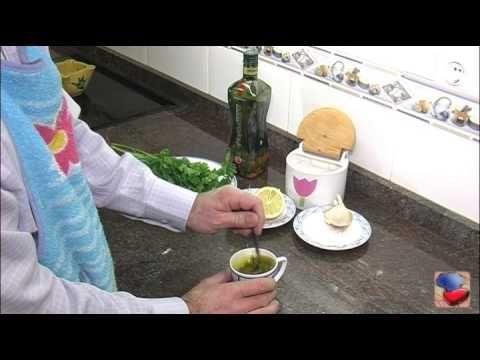 Salsa perejil con ajo. Salsa para amenizar pescados a la plancha. También está muy rica con pan.