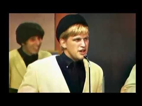 ●●fuzz sez-- this song was banned in our school cuz the lyrics were obscene...which of course made it even more popular!●● The Kingsmen - Louie, Louie - YouTube