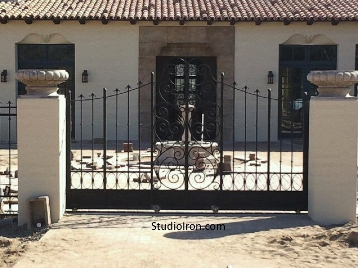 High Quality Scrolls And Picket Sliding Gate