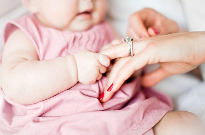 * De nagels van je baby knippen? Waarmee, wanneer, hoe vaak en wat je moet doen als je toch in de huid knipt. (website)
