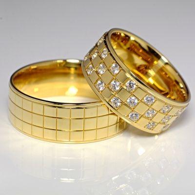 Verighetele se executa pe comanda direct la masura dorita si fac parte din colectia Valmand 2015-2016. Ele pot fi executate din aur de 14/18kt sau din platina. Pietrele folosite sunt diamante naturale cu garantie pe viata. Verighetele sunt lucrate comfort-line. Livrarea bijuteriilor se face in 5-20 de zile in functie de model. Cele mai frumoase bijuterii produse in Romania le gasesti la Valmand.