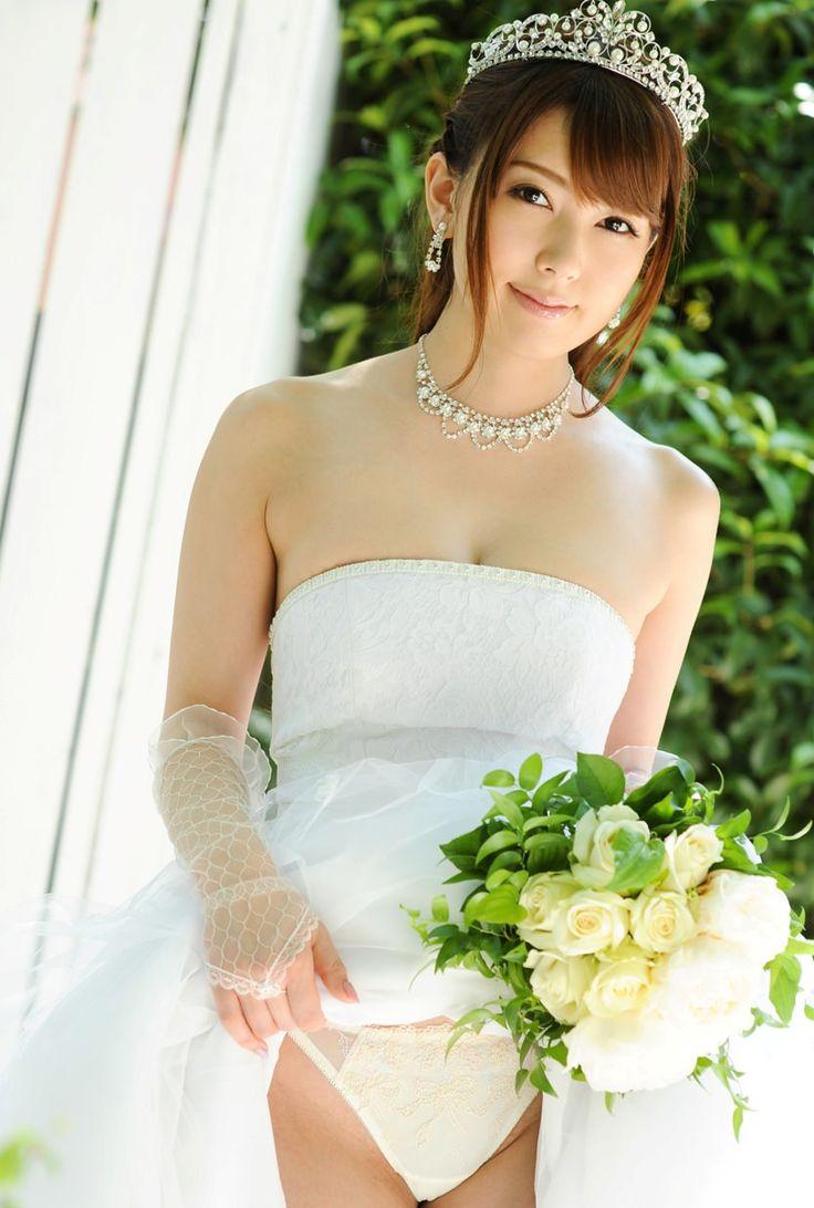 UnlimitedCara+-+8+Cara+Memilih+Gaun+Pengantin+untuk+Hari+Pernikahan+Anda.jpg (834×1238)