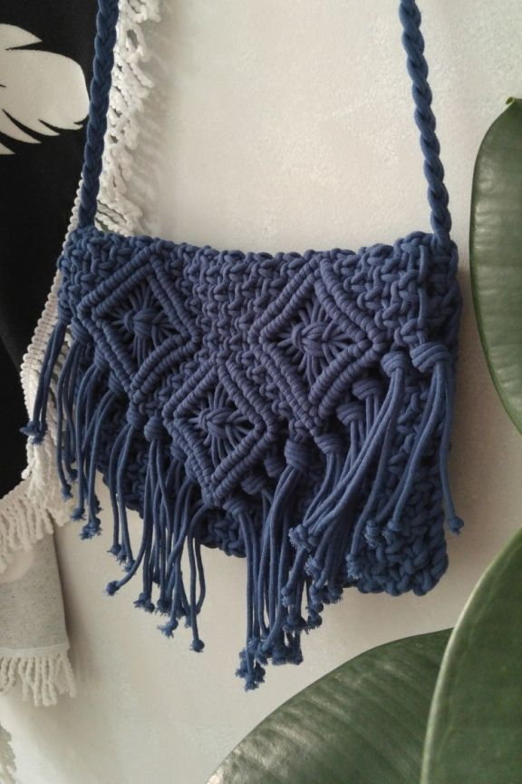 Πλεκτή τσάντα  Blue Lake  Χειροποίητη πλεκτή τσάντα με κρόσσια σε μπλέ  χρώμα Με πλεκτό λουράκι ώμου μήκους 60 cm. Διαστάσεις … 9d96d66eac9