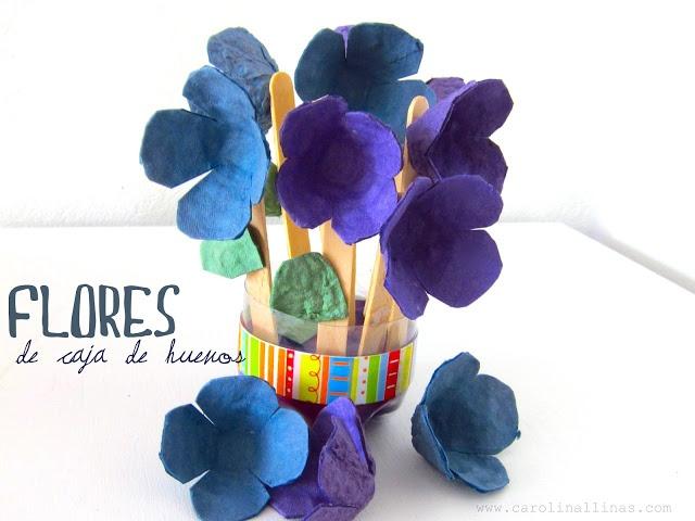 Flores de cartón de huevos.