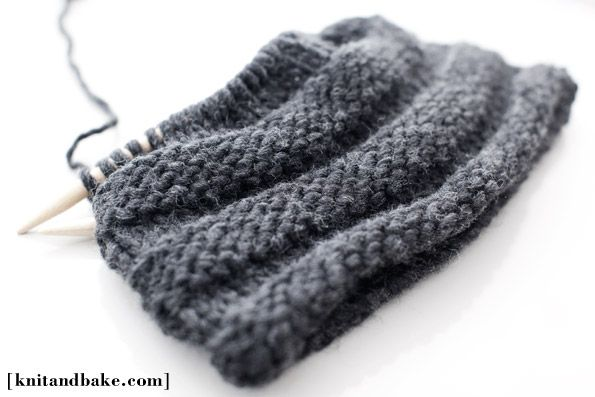 easy free cowl knitting pattern ( horizontal ribbing, knit in the round )
