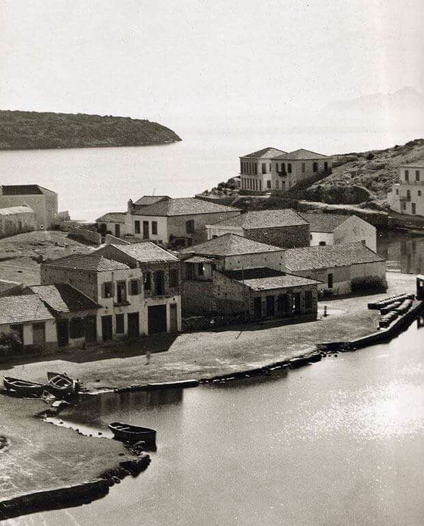 1920 - Agios Nikolaos in Crete (photo by Fred Boissonas)