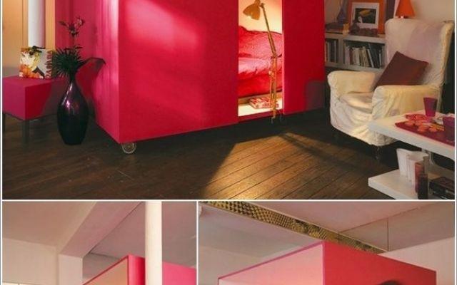 Un cubo salvaspazio trasformato in camera da letto I vostri problemi di spazio si possono superare con un po' di creatività, e oggi lo facciamo costruendo un cubo spostabile che possiamo utilizzare come camera da letto, spazio personale, studio, etc. #cameradaletto #design #salvaspazio