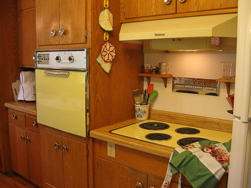 14 best retro wall ovens images on pinterest vintage for Best mid range kitchen cabinets