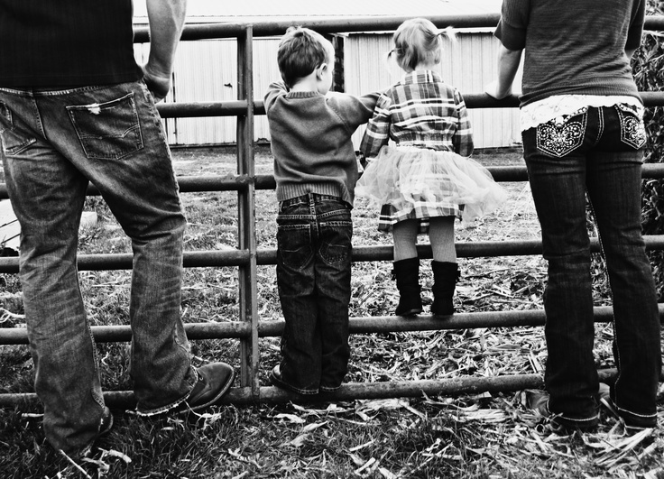 adorable family pictures in the country