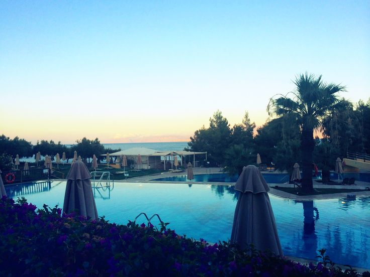 Sun ses over the pool of Candia Park Village. Photo credits @ktmags