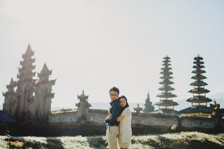 Misty Lake Prewedding in Bali // Dian + Mangara » Terralogical Wedding Photography – Bali & Worldwide